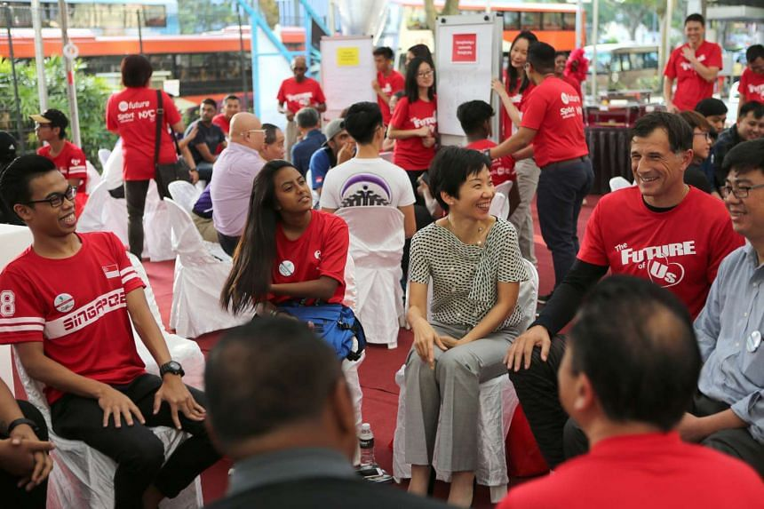 Minister Grace Fu (third from right) at the launch of the Play It Forward initiative on Feb 26, 2016.