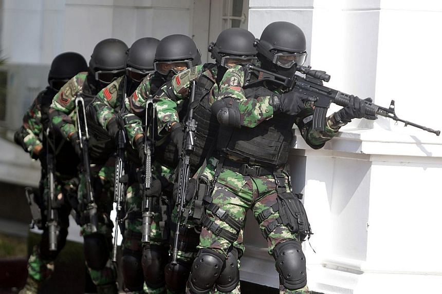 """Members of an Indonesian anti-terrorism military squad taking part in a counter-terrorism exercise on Tuesday in Banda Aceh, Indonesia. Australia's Department of Foreign Affairs and Trade advised travellers to """"exercise a high degree of caution in In"""