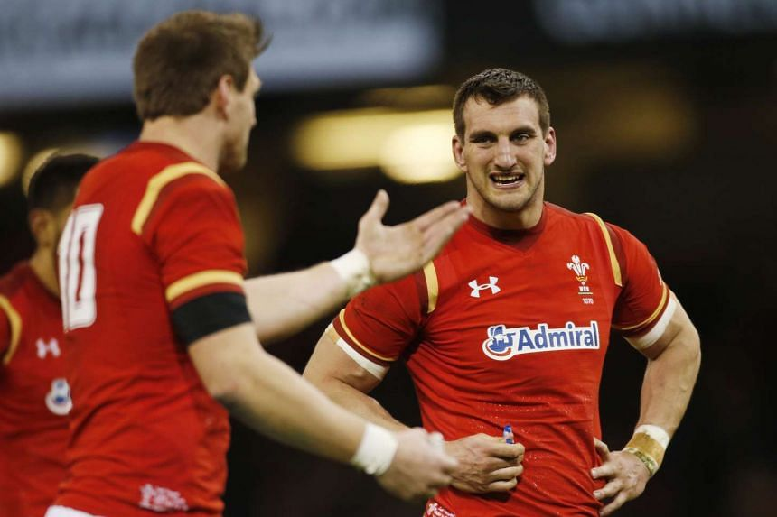 Wales' Dan Biggar and Sam Warburton look dejected after a missed chance of a try.