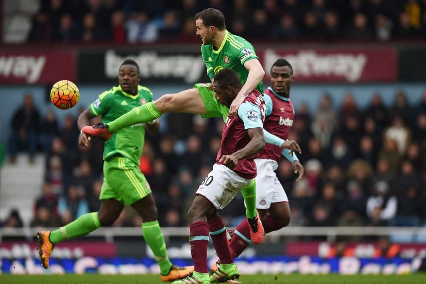 West Ham's Michail Antonio in action with Sunderland's John O'Shea at the Barclays Premier League in Upton Park on Feb 27, 2016.