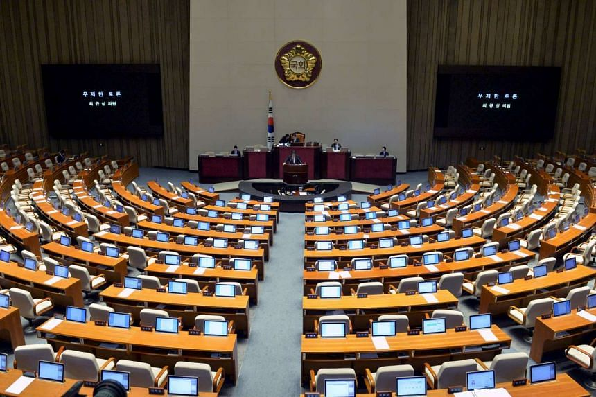 South Korean opposition lawmakers seeking to block an anti-terrorism bill pushed their record-breaking filibuster to a sixth straight day of speeches on Feb 28, 2016.
