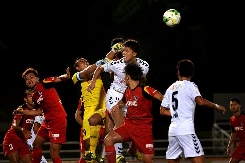 Balestier Khalsa captain and goalkeeper Zaiful Nizam (in yellow) punching the ball clear during the match against Albirex Niigata, which ended in a 1-1 draw.
