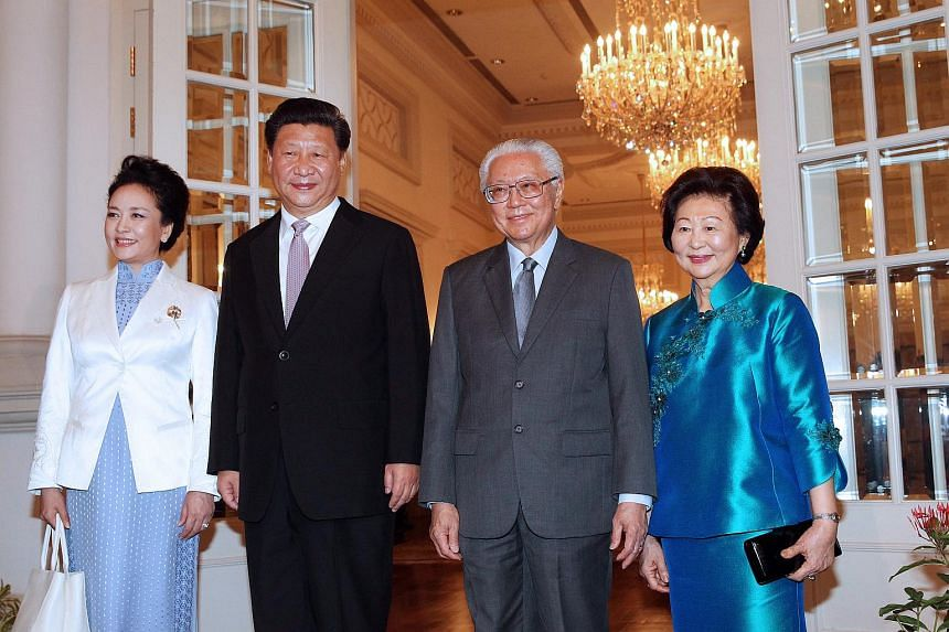 (From left) Madam Peng Liyuan, Chinese President Xi Jinping, President Tony Tan Keng Yam and Mrs Mary Tan at the Istana on Nov 6, 2015.