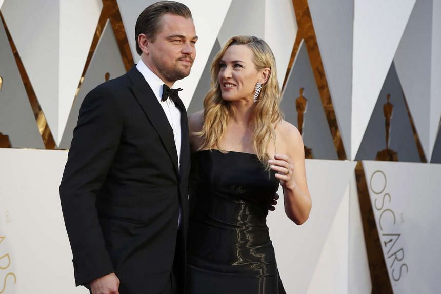 Leonardo DiCaprio and Kate Winslet posing on the red carpet.