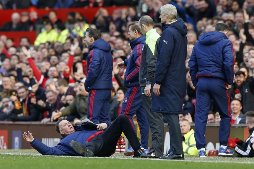 Louis Van Gaal performs a hilarious flop to protest a referee's judgement.