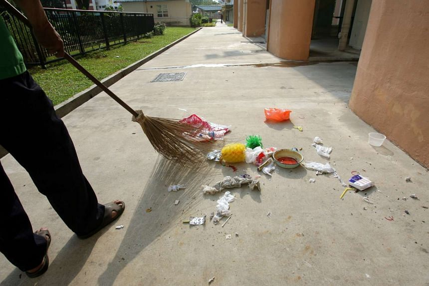 There were 2,800 cases of high-rise littering reported to the NEA in 2015.