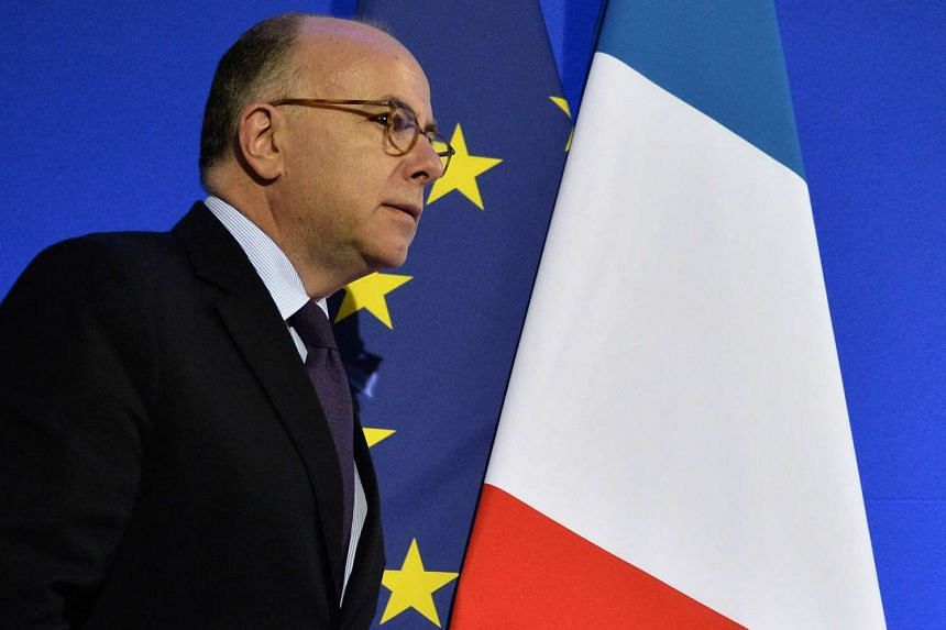 French Interior Minister Bernard Cazenueve said that there was no question of letting migrants freely cross the Channel.