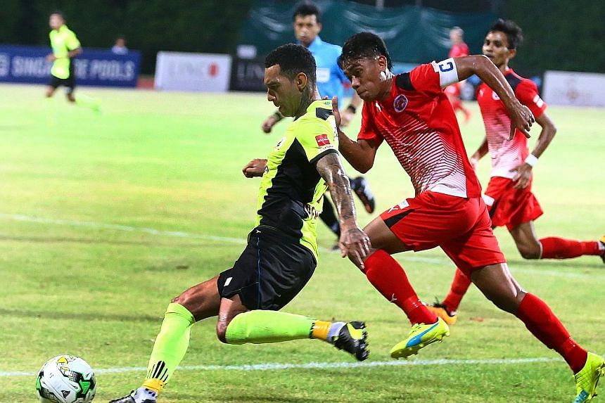 Tampines Rovers star Jermaine Pennant in action with Home United captain Juma'at Jantan during their S-League encounter last night. The match ended 1-1.