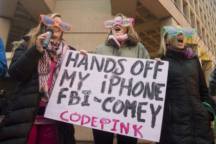People protest against efforts by the FBI to compel Apple to create a so-called 'back door' into Apple devices, Feb 23, 2016.