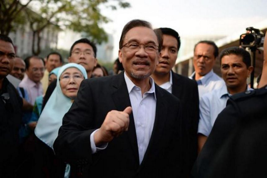Anwar Ibrahim (centre) arriving in court on Oct 28, 2014.