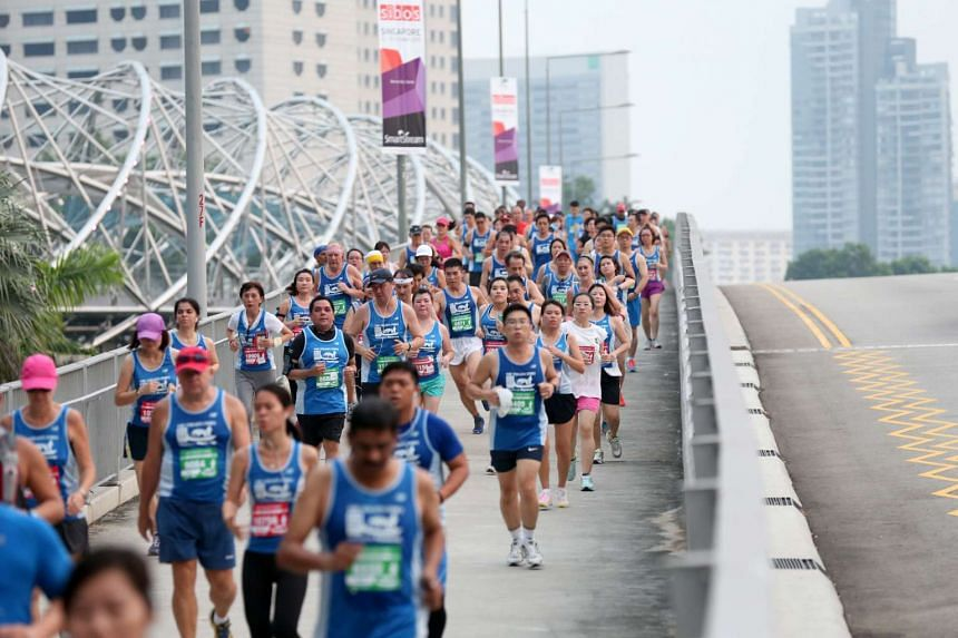 Runners of the 10km run making their way past the Helix Bridge during The Straits Times Run at the Hub on Sept 27, 2015.