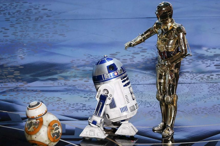 Star Wars droids (from left) BB-8, R2-D2 and C-3PO perform at the 88th Academy Awards in Hollywood, Feb 28, 2016.