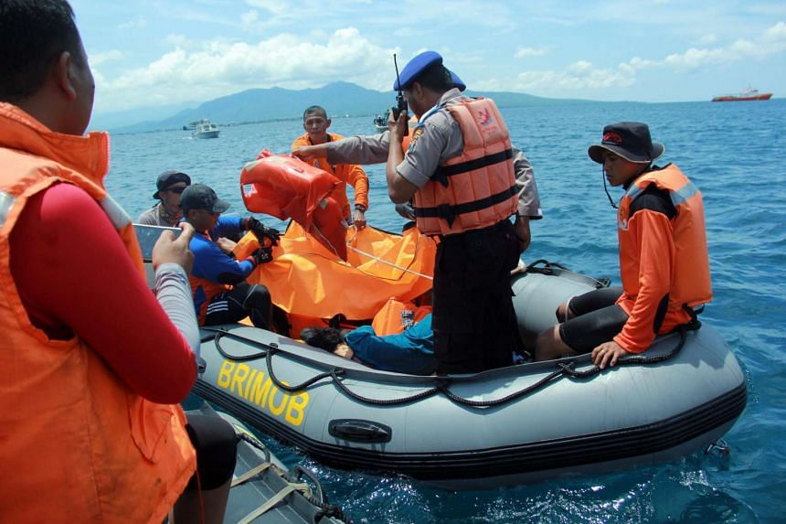 Indonesian rescuers evacuate bodies recovered from a ferry accident in Banyuangi, East Java on March 5, 2016.