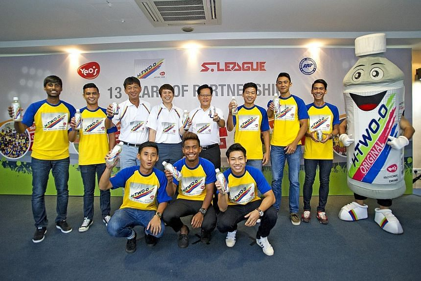 S-League players with (back row, from third left) Lim Chin, S-League CEO, May Ngiam, first vice-president of YHS (Singapore) Pte Ltd, and Lim Kia Tong, FAS vice-president.