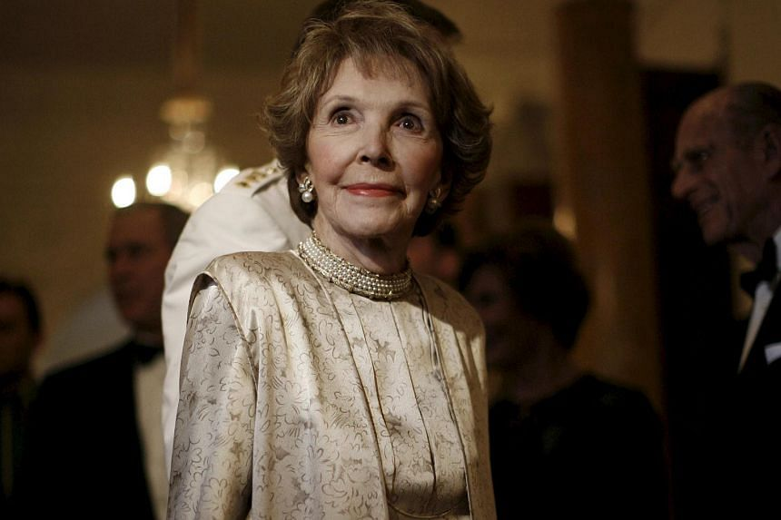 Former US First Lady Nancy Reagan arrives at a dinner hosted by Britain's Queen Elizabeth for US President George W. Bush at the British Embassy in Washington in this May 8, 2007 file photo.