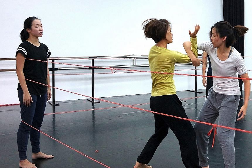 Rubber bands are used to transform a space into a boxing ring in Singaporean choreographer Jo-anne Lee's Bound.