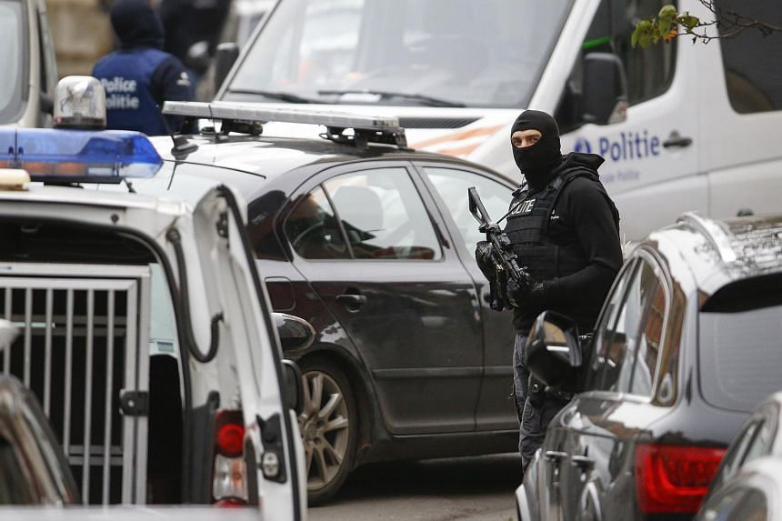 Police searching for suspected Muslim fundamentalists linked to the deadly attacks in Paris, in Molenbeek, Belgium, on Nov 16, 2015.