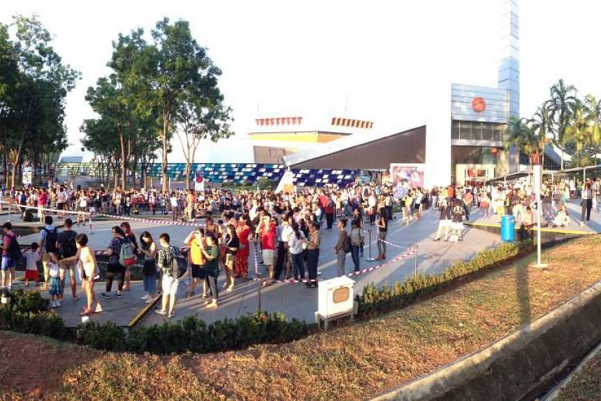 Snaking queues at the Singapore Science Centre to view the eclipse through a telescope.
