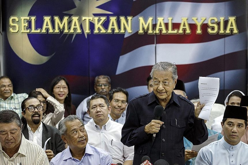 Dr Mahathir (standing) reading the declaration against Malaysian Prime Minister Najib Razak during a media conference in Kuala Lumpur last Friday.