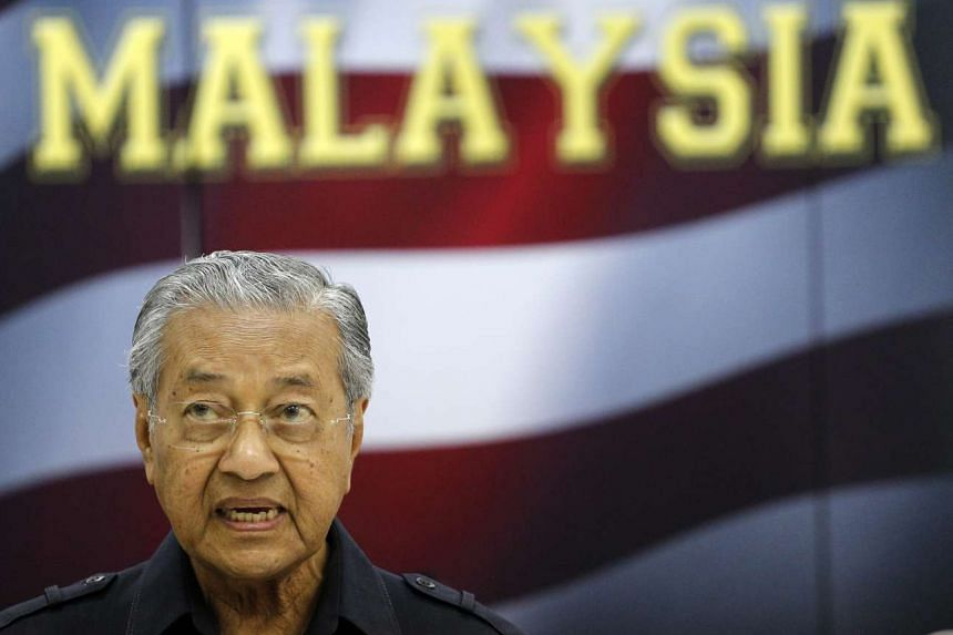 Former Malaysian premier Mahathir Mohamad has been removed as advisor to Petronas.