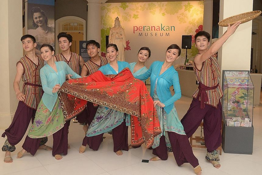 Highlights of the party include a performance by Dance Ensemble Singapore titled Motifs.
