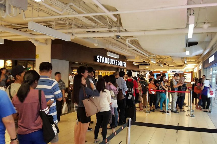 Customers waiting in line at the Samsung Experience Store at Paragon to get the Samsung Galaxy S7 and S7 edge smartphones on Friday morning (March 11).