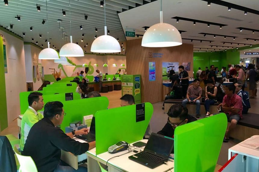 Customers at StarHub Shop in Tampines Mall, one of 34 StarHub retail outlets serving customers who booked an appointment to collect the Galaxy S7 and S7 edge.