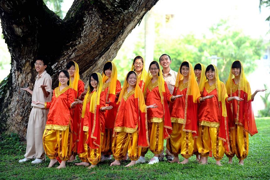 The group from Hwa Chong Institution that won a gold award in the Singapore Youth Festival's Indian dance contest in 2009 was made up entirely of ethnic Chinese students, many of whom had no dance background. Deputy Prime Minister Tharman Shanmugaratnam r