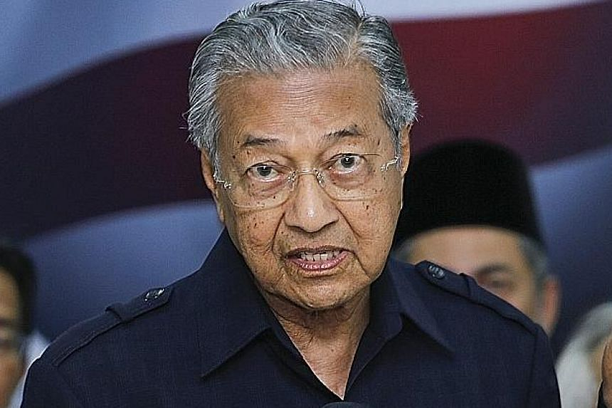 """Malaysian Prime Minister Najib Razak (left) yesterday dismissed Dr Mahathir Mohamad's movement, saying the """"Citizens' Declaration"""" did not represent the views of most Malaysians."""