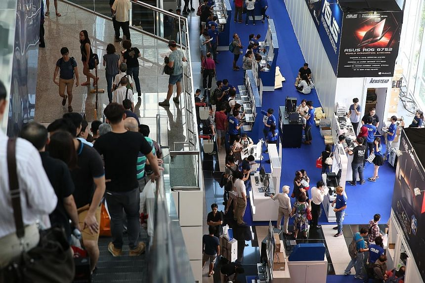 Now in its 15th year, the four-day IT Show ended yesterday. Vendors noted that customers were willing to splash the cash this year, with many going for mid-range to high-end products.