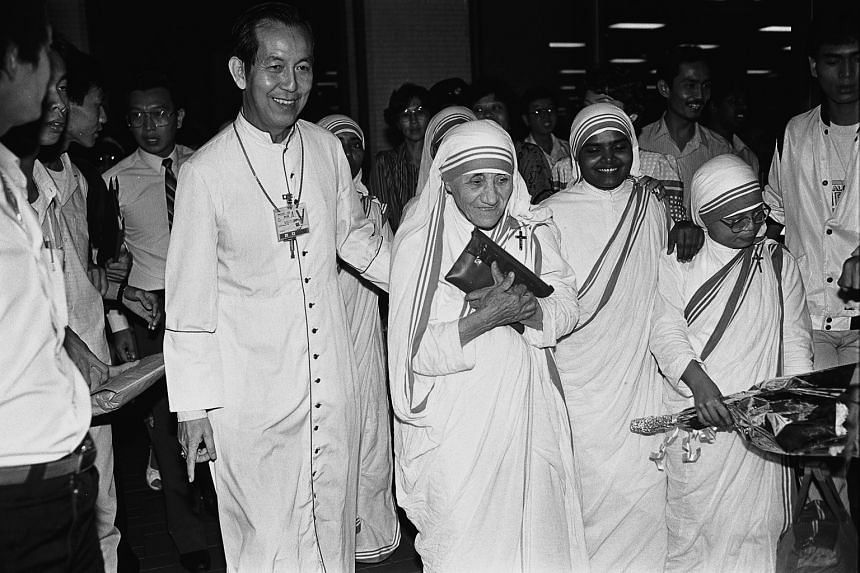 Mother Teresa arriving in Singapore to scores of cheering Singaporeans at Changi Airport on Jan 8, 1987.