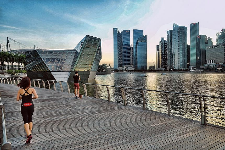 Daiwa Securities and other analysts expect declines in the Singapore office sector amid the gloomy global economic outlook and as a large supply outstrips demand for prime space. Daiwa expects 2018 to be a highly risky year for lease renewals.