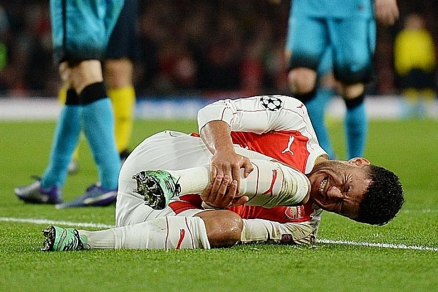 Arsenal will have to do without midfielder Alex-Oxlade Chamberlain, who was injured in the first leg, as they prepare to face holders Barcelona at the Nou Camp. The Catalan side hold a two-goal advantage.