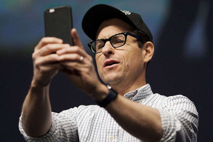 Star Wars: The Force Awakens director J.J. Abrams says he is not looking forward to people watching his film on mobiles.