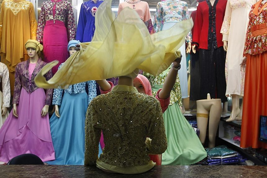 A market stall in Jakarta. The Indonesian central bank cut interest rates again yesterday in a bid to lift growth.