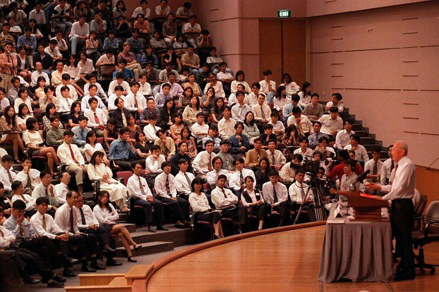 Mr Lee Kuan Yew speaking to students at Nanyang Technological University in 2005.