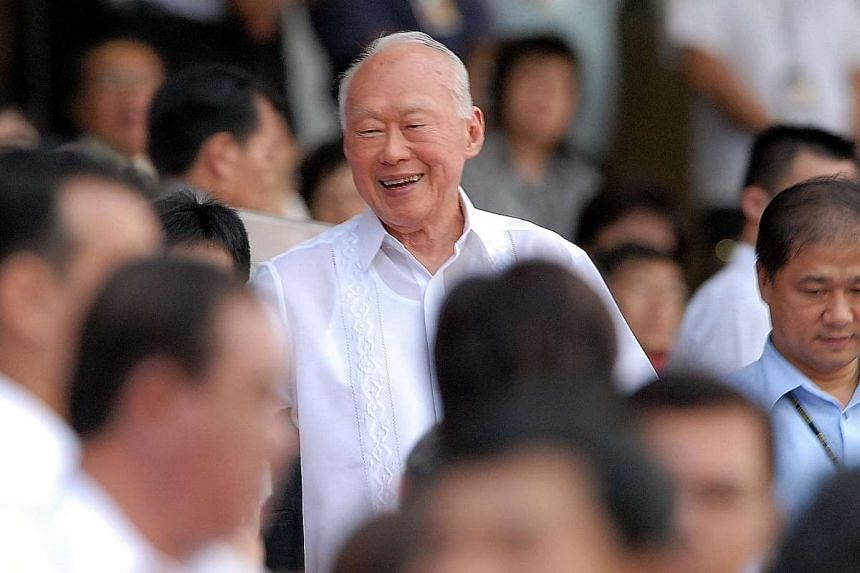 Then Minister Mentor Lee receiving loud cheers on arriving at the grandstand for the National Day Parade 2006 at the National Stadium.