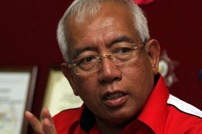 Minister Datuk Seri Mahdzir Khalid has told reporters that it will be decided on Wednesday (March 23) if schools will remain closed due to the heatwave.