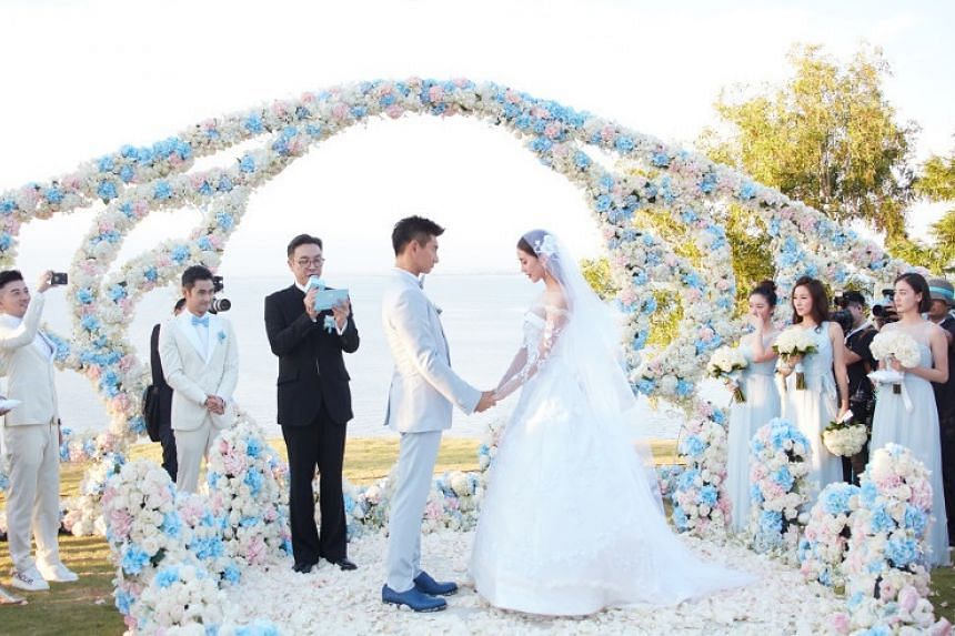 Scarlet Heart actor Damian Lau, who played the Kangxi emperor in the show, officiating at the couple's wedding.