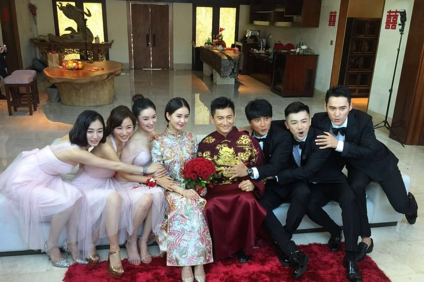 The couple (centre) with the entourage (from left) Scarlet Heart actresses Julia Ye, Annie Liu and Cristy Guo, Little Tigers singers Julian Chen and Alec Su, and Scarlet Heart actor Yuan Hong.