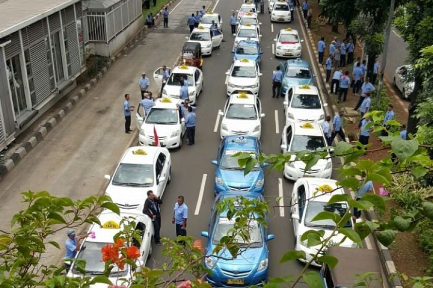 Roads in Jakarta jammed with protesting taxis and bajajs, causing peak-hour traffic in the city to slow to a crawl on Tuesday morning (March 22).
