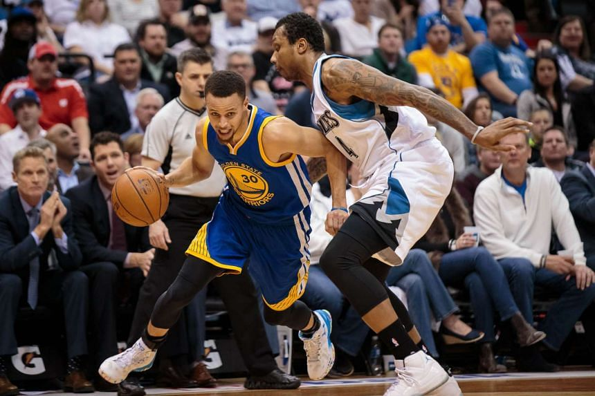 Golden State Warriors guard Stephen Curry (left) driving against Minnesota Timberwolves forward Greg Smith at the Target Center on March 21, 2016.
