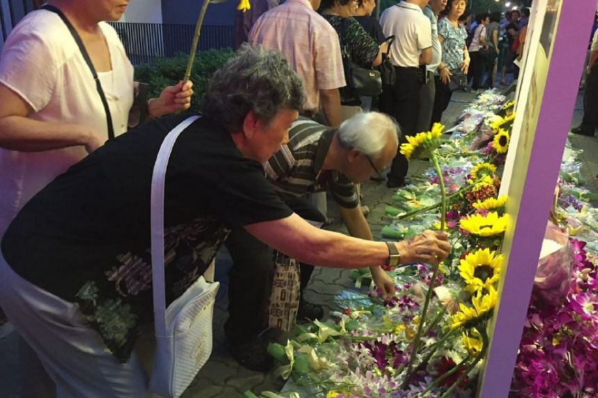 A candlelight tribute to the late Mr Lee at Duxton Plain Park. Visitors are also placing flowers to commemorate the occasion.