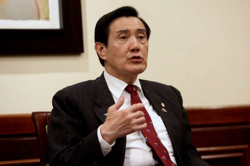 Taiwan President Ma Ying-jeou has invited Philippine government representatives and international tribunal officials to a disputed South China Sea island for a visit.