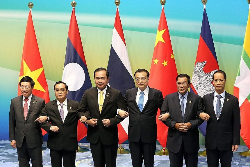 The Lancang-Mekong Cooperation Leaders' meeting yesterday linked up (from left) Vietnam's Deputy PM Pham Binh Minh, Laos' PM Thongsing Thammavong, Thai PM Prayut Chan-o-cha; Chinese Premier Li Keqiang, PM Hun Sen of Cambodia and Myanmar's Vice-Presid