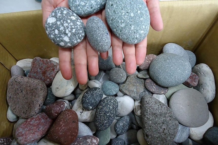 About 100kg of pebbles were seized from tourists at Taiwan's main airport over two months.