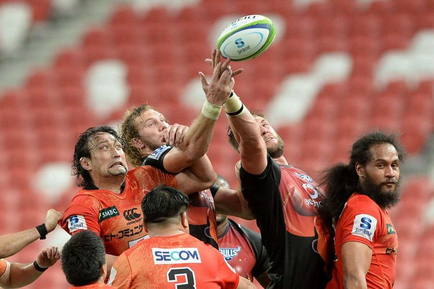 Sunwolves and Bulls players reaching for the ball during their match at the National Stadium on Saturday.