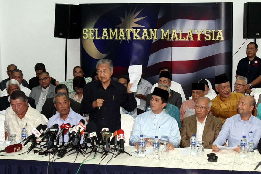 Former Malaysian prime minister Mahathir Mohamad speaks at a press conference on March 4, 2016. Leaders from across Malaysia's political spectrum joined on March 4 to call for a national movement to remove prime minister Najib Razak