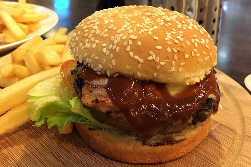 CLASSIC GRILLED BEEF CHEESEBURGER