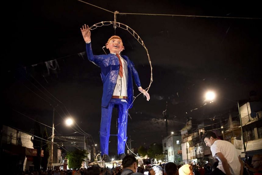 Mexicans hang an effigy representing US Republican presidential candidate Donald Trump before being set on fire, March 26, 2016.